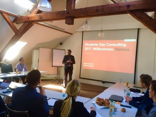 Experte Michèle Motterle  beim Vortrag am Students Day Consulting